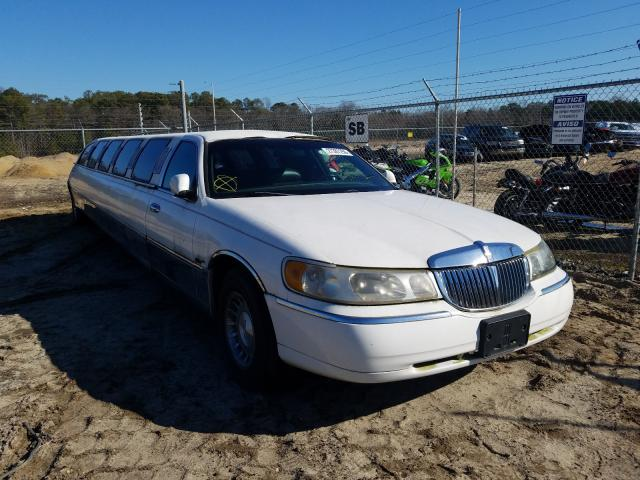 1999 Lincoln Town Car E White - front right view