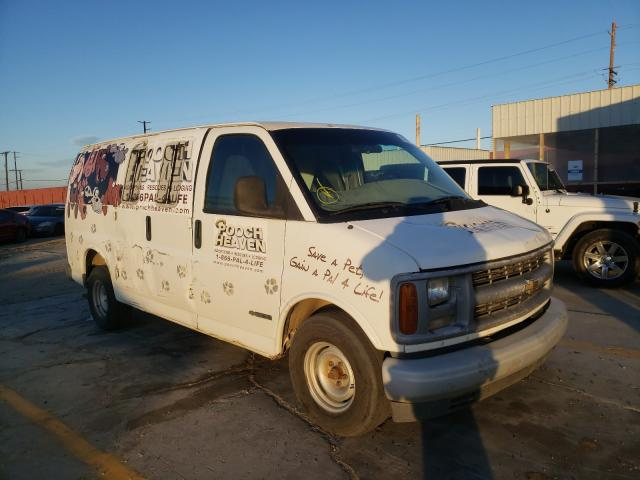 2000 Chevrolet Express G1 White  - front right view