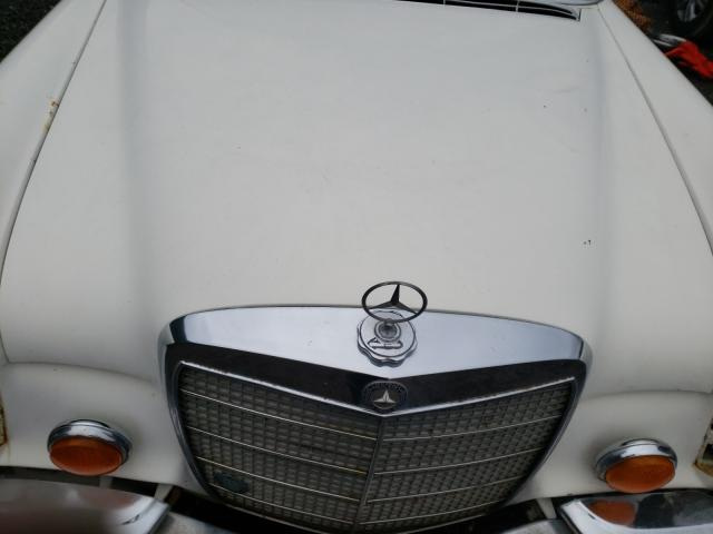 1971 Mercedes Benz B 250e White  - engine