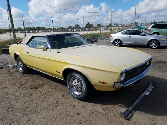 1972 Ford Mustang Yellow  - front right view