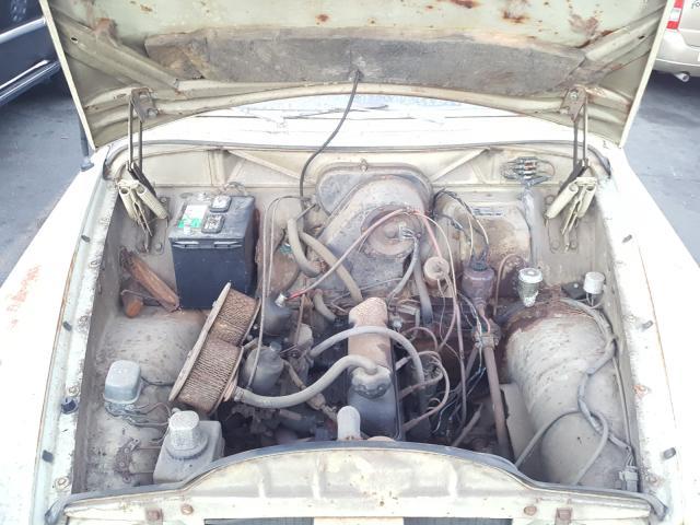 1967 Volvo Car Green  - engine