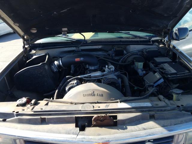 1999 Chevrolet Suburban K Beige  - engine