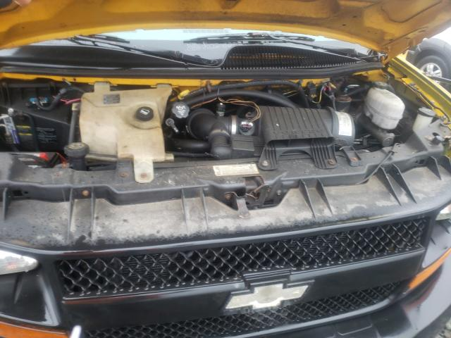 2005 Chevrolet Express Yellow  - engine