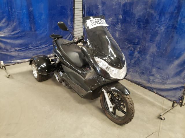 2015 Zhen Scooter Black  - front right view
