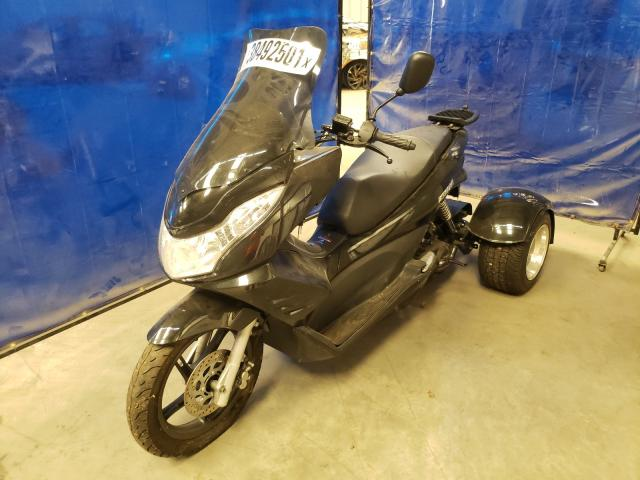 2015 Zhen Scooter Black  - front left view