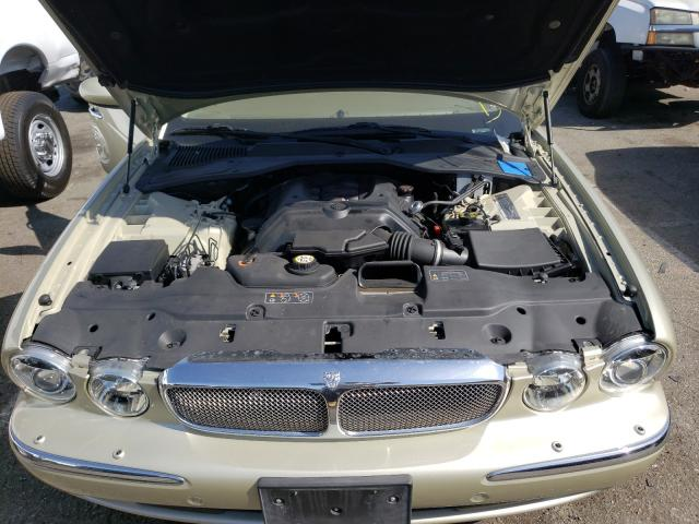2006 Jaguar Xj8 Beige  - engine