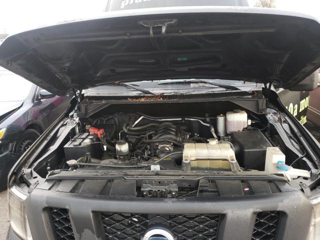 2012 Niss Nv 2500 Black  - engine