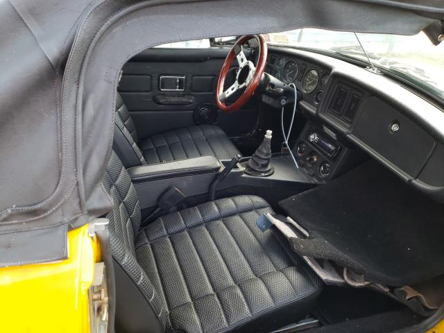 1978 Mg B Yellow  - interior - front