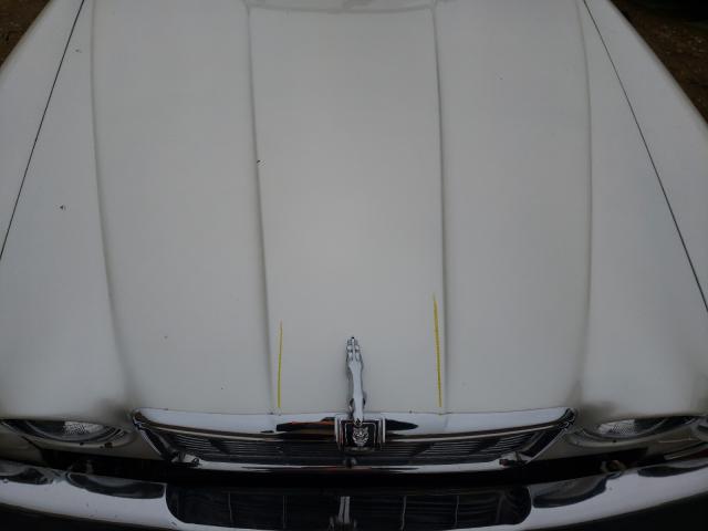 1983 Jaguar Xj Cream  - engine
